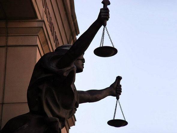 Uma resolução da OAB de São Paulo, de agosto de 2002, proíbe advogados de praticar a advocacia gratuita a pessoas físicas