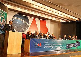 Ministros e constitucionalistas se reúnem em seminário da OAB sobre os 25 anos da CF