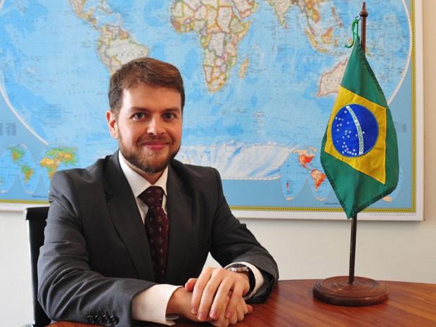 Thomaz Napoleão é diplomata há 4 anos e estudou por oito meses, 6 horas por dia (Foto: Arquivo pessoal)