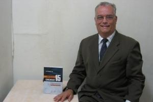 O delegado da Polícia Federal José Roberto Lima passou em 15 seleções. Para contar suas experiências, ele lançou o livro Como Passei em 15 Concursos?, pela editora GEN
