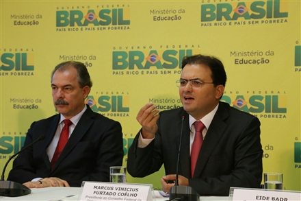 Marcus Vinicius Furtado Coêlho (D) e Aloizio Mercadante (Foto: Eugenio Novaes - CFOAB)