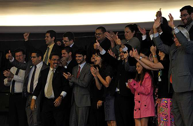 Nas galerias do Plenário, advogados públicos comemoram resultado da votação.