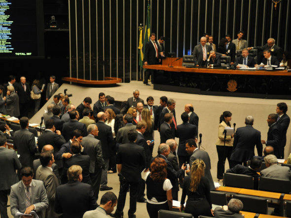 Câmara dos Deputados: relator na CCJ, deputado Leonardo Picciani (PMDB-RJ), aprovou a proposta com três emendas apresentadas por deputados