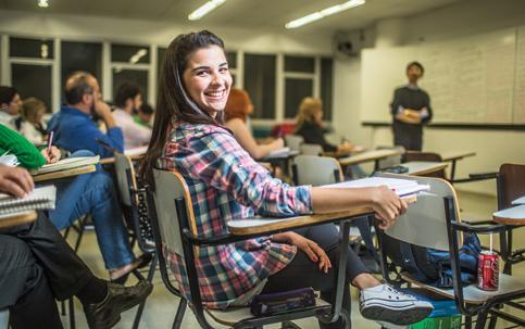 """PREPARAÇÃO Aline Dias vai se formar em direito em 2015, mas já está estudando para prestar concurso público. """"A concorrência é muito grande"""""""