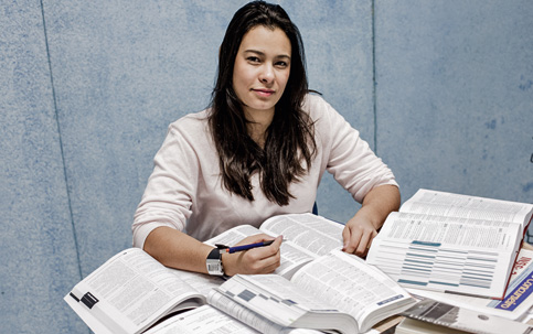 DEDICAÇÃO Há sete meses, Dayana Lopes deixou o cargo de assistente administrativa em uma empresa privada para estudar para concursos públicos
