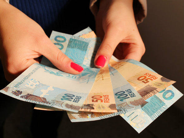 De acordo com levantamento da instituição, a taxa média do empréstimo pessoal foi de 5,54% ao mês em 2012, 0,12 ponto porcentual abaixo da taxa de 2011